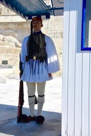 Evzone devant le parlement d'Athènes